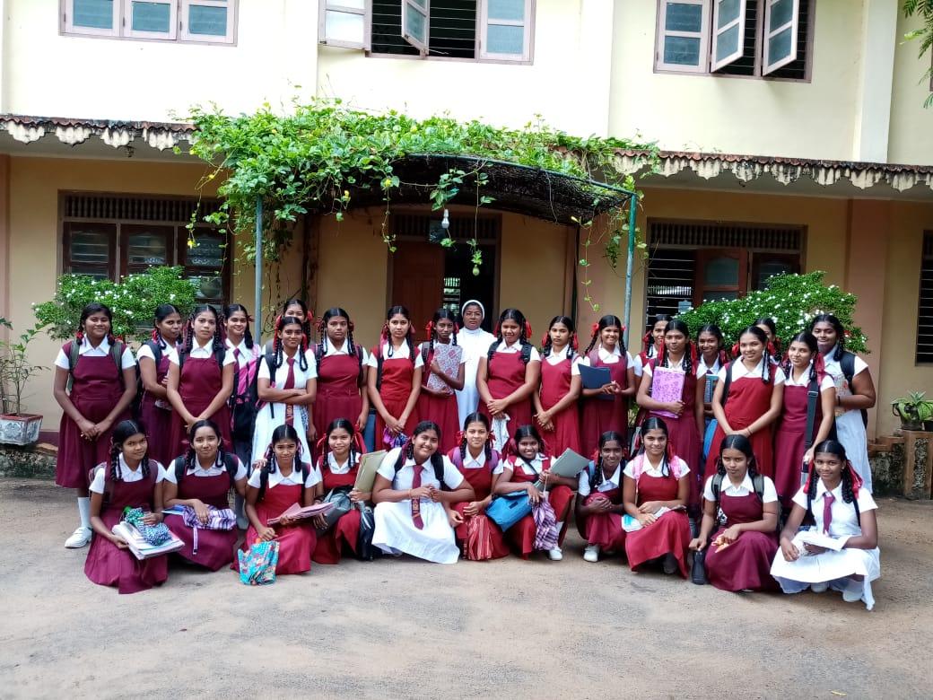 school girls group photo